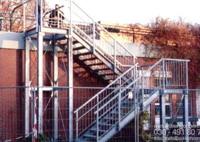 Fluchttreppe vom Flachdach