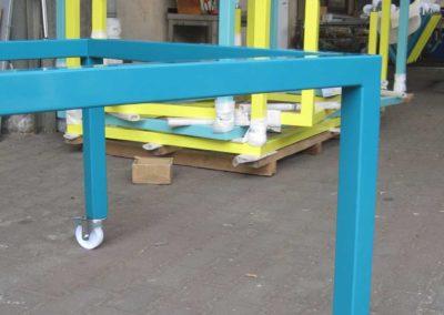 Tischgestelle aus pulverbeschichtetem Stahl mit Rollen