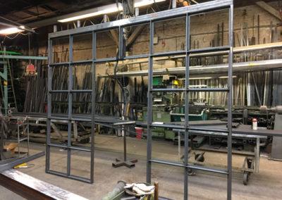 Herstellung einer Stahl Glas Trennwand mit Schiebetüren